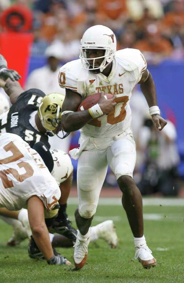 Vince Young scrambles with the ball during the second quarter of the Texas v. Colorado, Big 12 Championship Game at Reliant Stadium, Saturday, December 3, 2005.  (Karen Warren/Houston Chronicle) Photo: KAREN WARREN / HOUSTON CHRONICLE