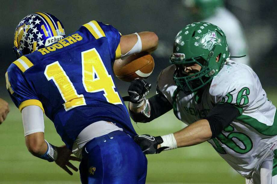 Blanco  quarterback Tanner Rogers (14) tries to elude the rush from Hempstead defensive lineman Alex Trujillo. Photo: Smiley N. Pool, Houston Chronicle / © 2011  Houston Chronicle