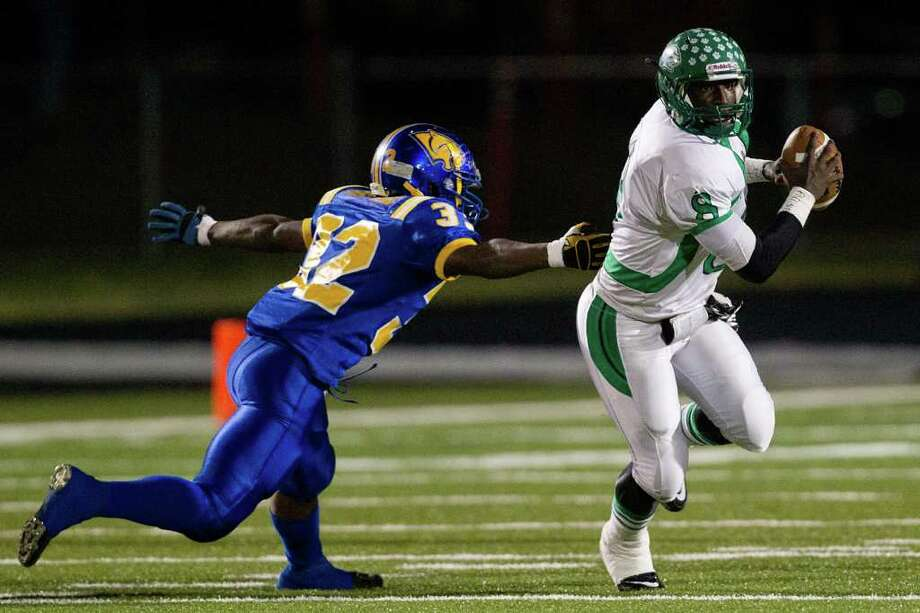 Hempstead Blanco quarterback Obie Wilder (8) get past  Blanco defensive lineman Turaj Benford. Photo: Smiley N. Pool, Houston Chronicle / © 2011  Houston Chronicle