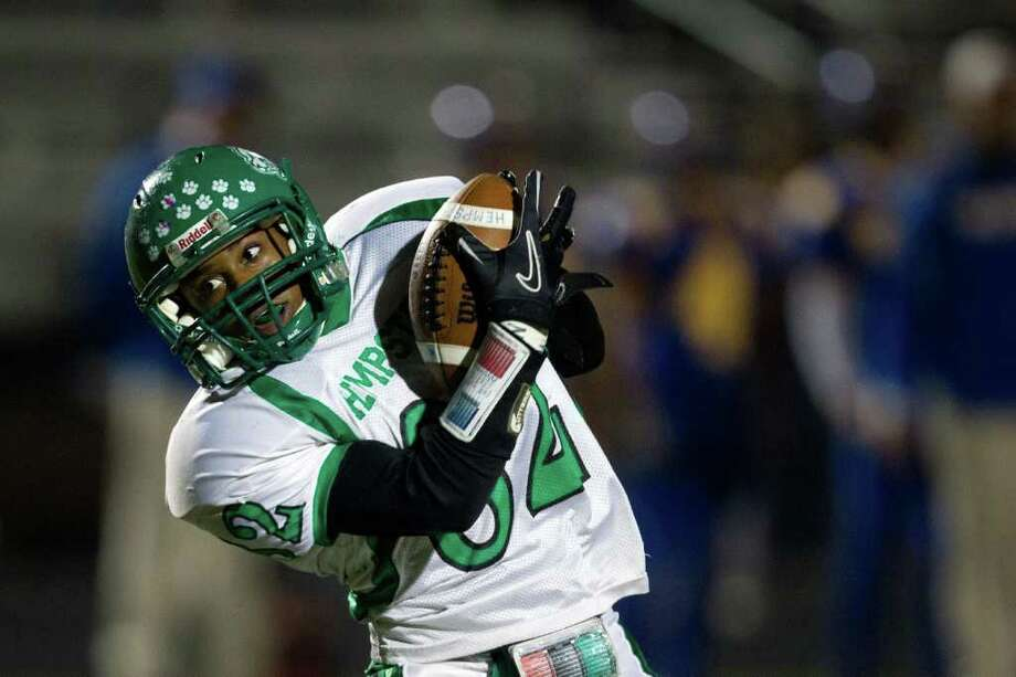 Hempstead wide receiver Brian Knowles hauls in a pass. Photo: Smiley N. Pool, Houston Chronicle / © 2011  Houston Chronicle