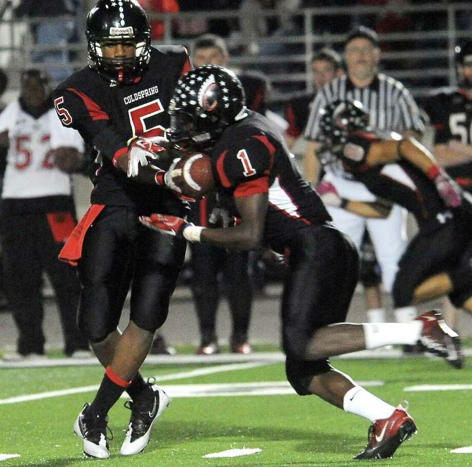 Coldspring's Alfred Scott hands off to Sherman Gilbert. Photo: TAMMY MCKINLEY