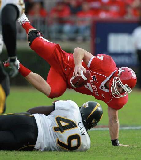 Houston quarterback Case Keenum is sacked by Southern Mississippi's Cordarro Law during the fourth quarter. Photo: Nick De La Torre, Houston Chronicle / © 2011  Houston Chronicle