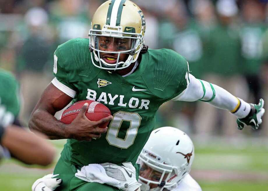 Bears quarterback Robert Griffin III carries the ball near the goal line in the second quarter as Baylor hosts Texas at Floyd Casey Stadium in Waco on Saturday, Dec. 3, 2011. Photo: TOM REEL, SAN ANTONIO EXPRESS-NEWS / © 2011 San Antonio Express-News