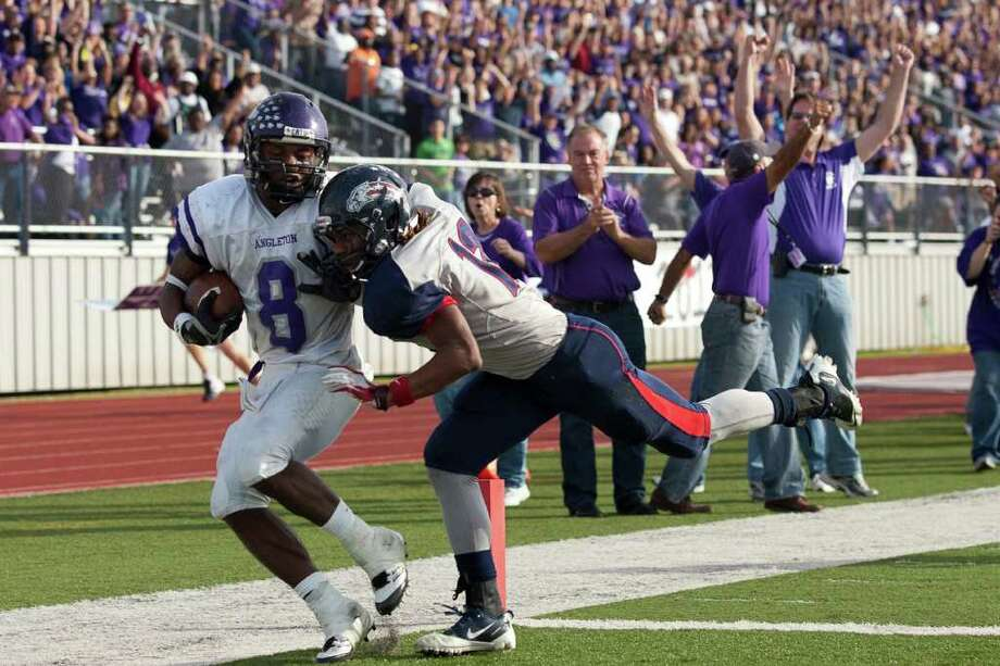 as Angleton and Dawson face off during the second half in the Class 4A Div. I Region III championship Saturday afternoon December 3, 2011 at Pearland Stadium.  Nathan Lindstrom/Special to the Chronicle  ©2011 Nathan Lindstrom Photo: Nathan Lindstrom, Lindstrom Photography LLC / ©2011 Nathan Lindstrom
