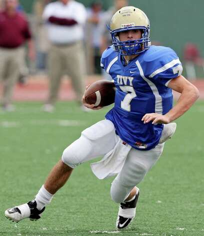 Kerrville Tivy's Parks McNeil heads up field against Calallen during first half action of their Class 4A Division II state quarterfinal game Saturday, Dec. 3, 2011 at Comalander Stadium. Photo: EDWARD A. ORNELAS, SAN ANTONIO EXPRESS-NEWS  / © SAN ANTONIO EXPRESS-NEWS (NFS)