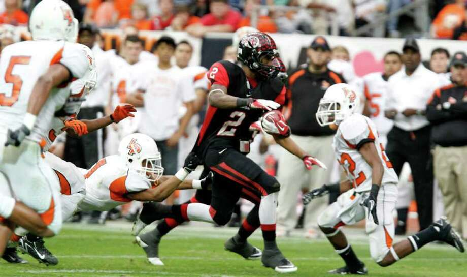Port Arthur Memorial's La Porte's during the quarter of District 21-5A Regional Finals high school football playoff game at Reliant Stadium Saturday, Dec. 3, 2011, in Houston. Photo: James Nielsen, Houston Chronicle / © 2011 Houston Chronicle