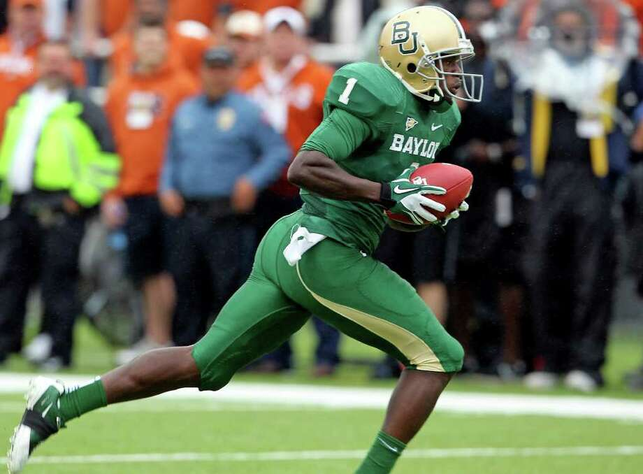 The Bears' Kendall Wright sprints in for the first touchdown as Baylor hosts Texas at Floyd Casey Stadium in Waco on Saturday, Dec. 3, 2011. Photo: TOM REEL, SAN ANTONIO EXPRESS-NEWS  / © 2011 San Antonio Express-News