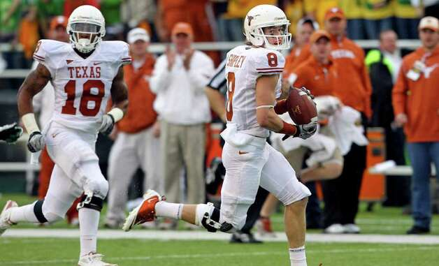 Longhorns receiver Jaxon Shipley streaks on a long pass reception setting up a touchdown in the first half as Baylor hosts Texas at Floyd Casey Stadium in Waco on Saturday, Dec. 3, 2011. Photo: TOM REEL, SAN ANTONIO EXPRESS-NEWS  / © 2011 San Antonio Express-News