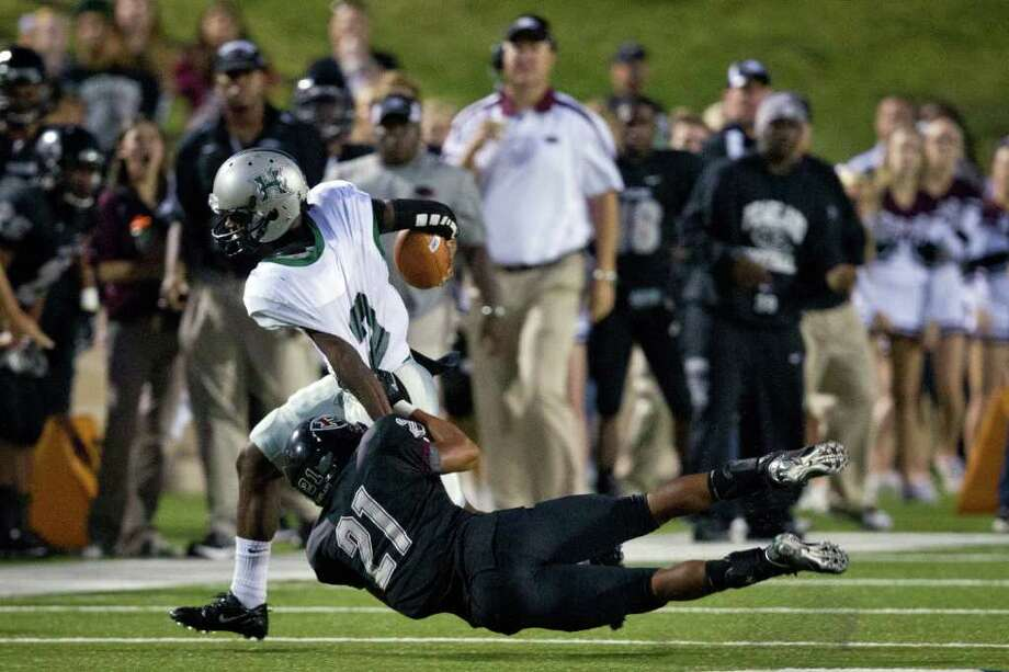 Pearland defensive back Devante Dotson (21) makes a diving stop on Hightower quarterback Bralon Addison Photo: Smiley N. Pool, Houston Chronicle / © 2011  Houston Chronicle