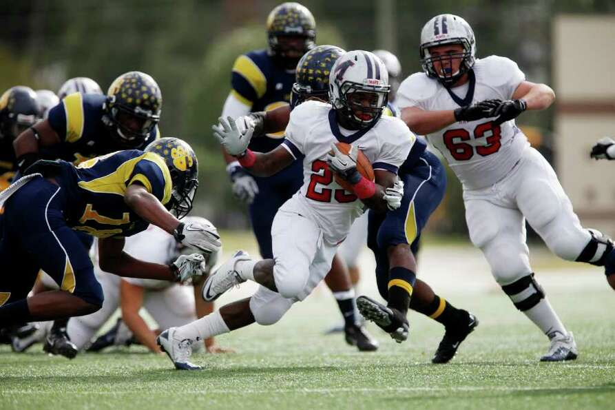 Manvel running back Selwyn Green, 29, runs for a first down during the first half of the Class 4A Di