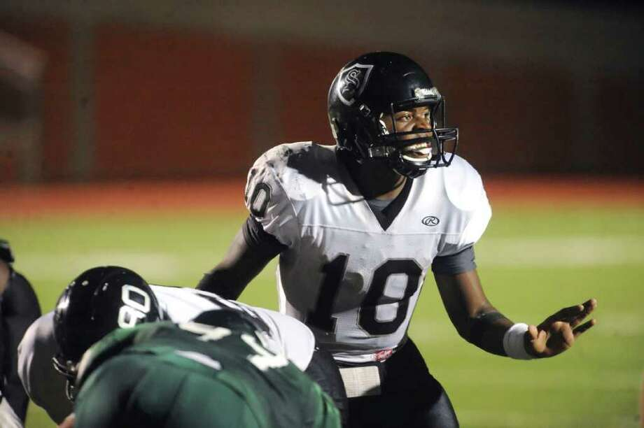 Steele quarterback Tommy Armstrong has thrown for 1,735 yards and 26 touchdowns without an interception. Photo: BILLY CALZADA, SAN ANTONIO EXPRESS-NEWS  / gcalzada@express-news.net