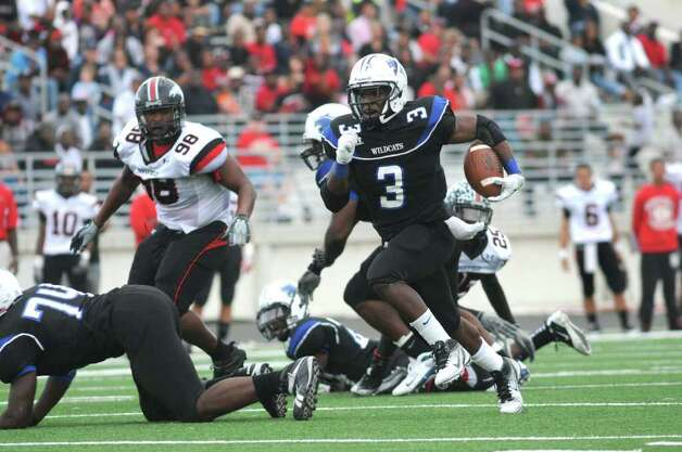 Dekaney senior running back Trey Williams (#3) breaks away for one of his 3rd quarter touchdowns against Westfield junior defensive lineman Hardreck Walker (#98) and the Mustang defense during their regional final playoff game at Turner Stadium in Humble on Saturday. Freelance photo by Jerry Baker Photo: Jerry Baker, For The Chronicle