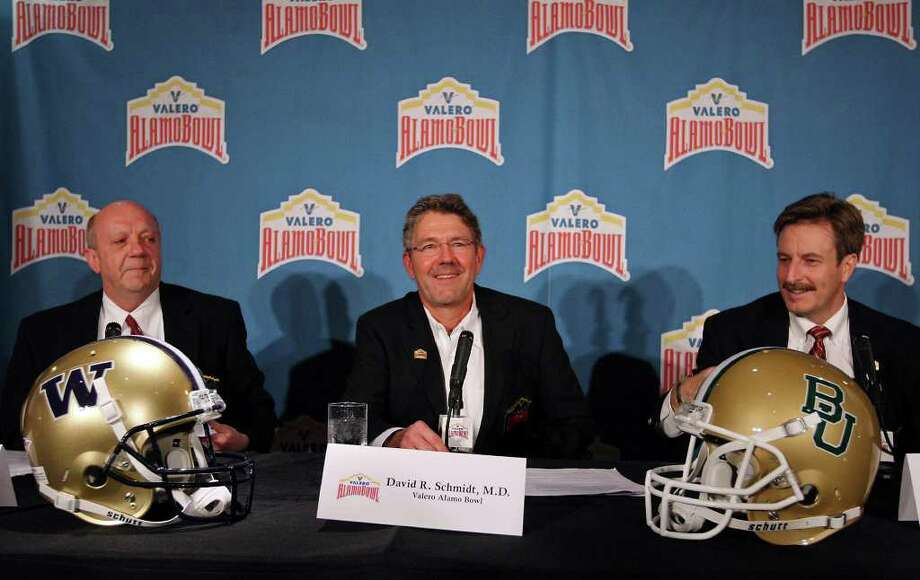 Mike Ciskowski (from left) Dr. David R. Schmidt, and Derrick Fox announce, Sunday Dec. 4, 2011 at Fleming's Prime Steakhouse & Wine Bar, that the University of Washington and Baylor University will play in the 2011 Valero Alamo Bowl on Thursday Dec. 29, 2011 at the Alamodome. Photo: EDWARD A. ORNELAS, SAN ANTONIO EXPRESS-NEWS / © SAN ANTONIO EXPRESS-NEWS (NFS)