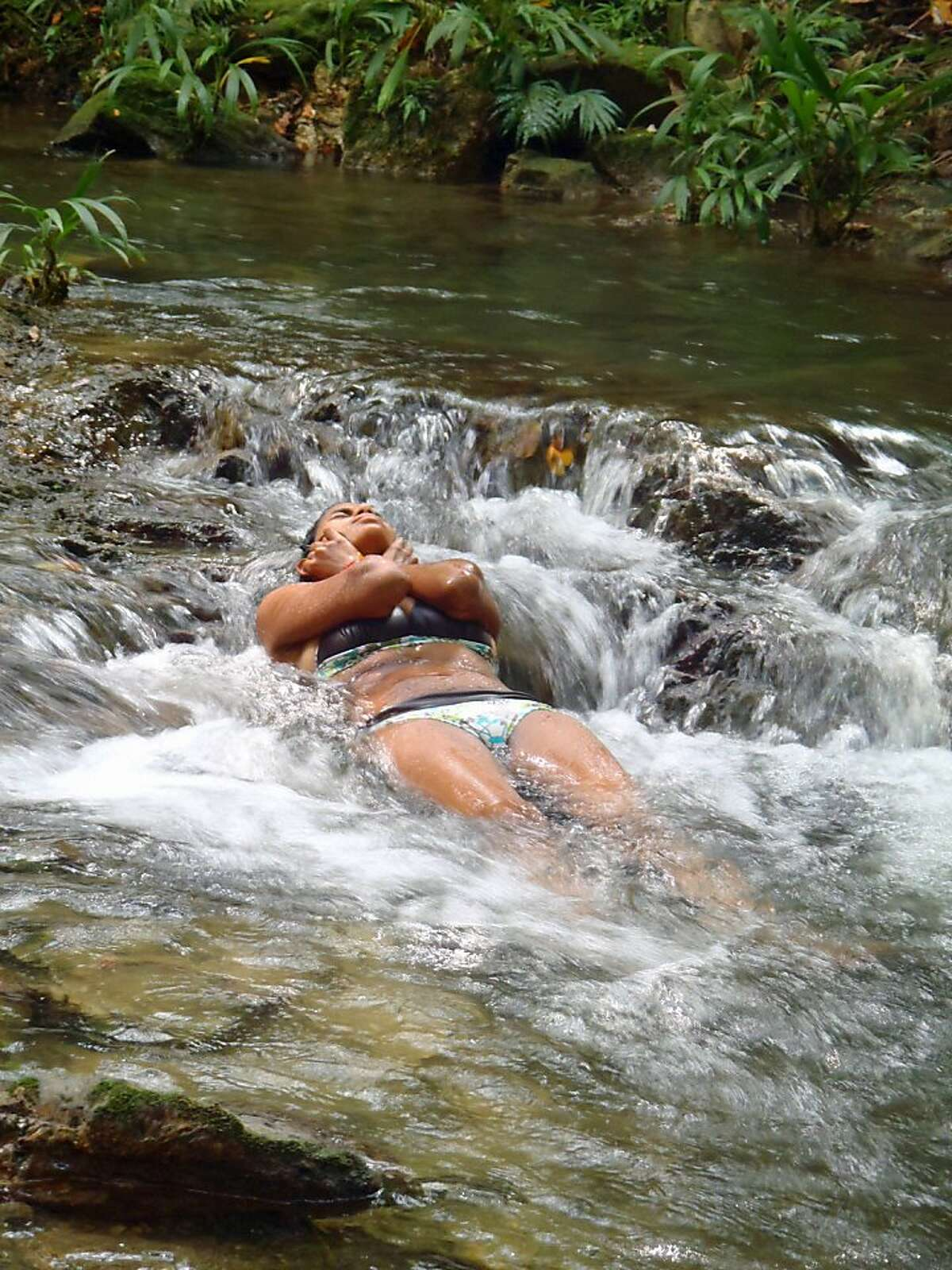 A Ciudad Perdida hiker cools off with a river massage. OLYMPUS DIGITAL CAMERA