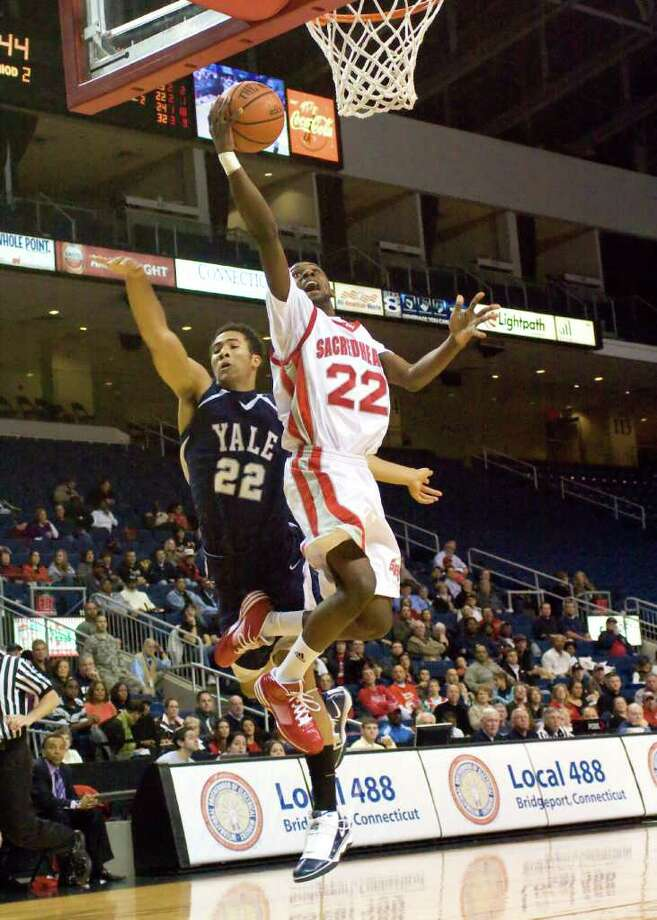 Sacred Heart University\Nick Giaquinto Sacred Heart University basketball player Chauncey Hardy in a game vs Yale University. Photo: Sacred Heart University\Nick Gia