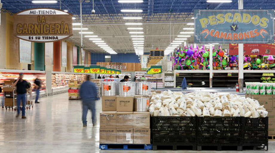 Workers get the inside of the Mi Tienda Monday ready for shoppers. Nathan Lindstrom/Special to the Chronicle Photo: Nathan Lindstrom, Houston Chronicle / ©2011 Nathan Lindstrom