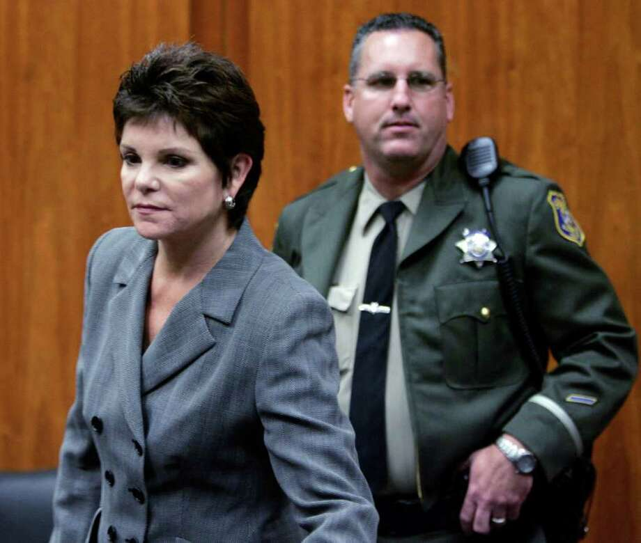 FILE - In this Oct. 5, 2006 file photo, ousted Hewlett-Packard Chairwoman Patricia Dunn, left, appears in a San Jose, Calif., courtroom. Dunn died Sunday, Dec. 4, 2011 after a long bout with cancer. She was 58. (AP Photo/Paul Sakuma, file) Photo: Paul Sakuma / AP