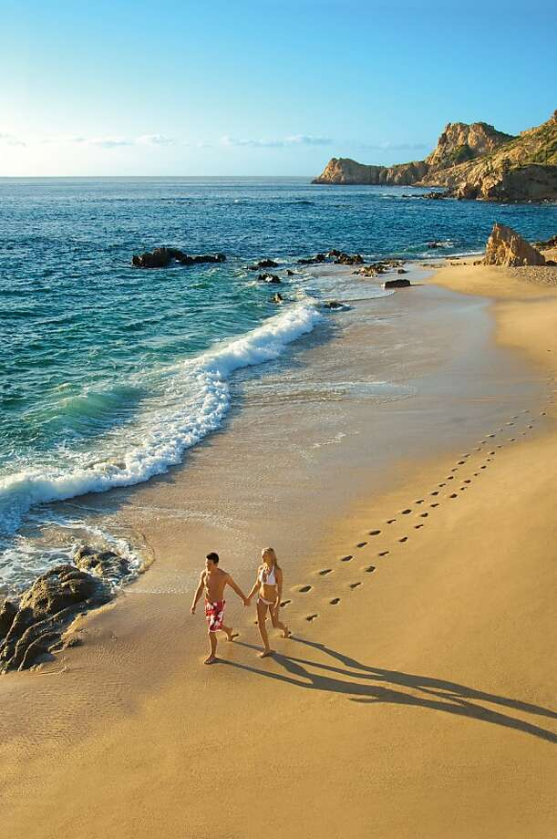 Chileno Beach in Los Cabos, Baja Sur. Unlike Baja Norte, Baja Sur has been barely touched by drug violence. Photo: Tk