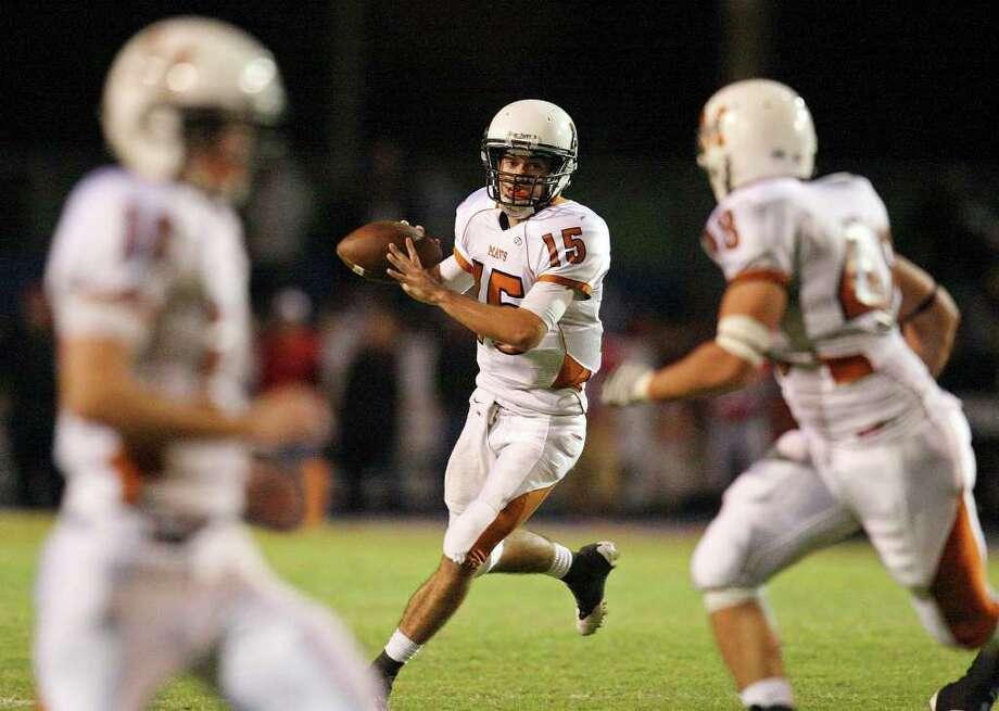 Madison's Justin Jones has 20 passing touchdowns this season while throwing for 1,763 yards. Photo: EDWARD A. ORNELAS, SAN ANTONIO EXPRESS-NEWS / © SAN ANTONIO EXPRESS-NEWS (NFS)
