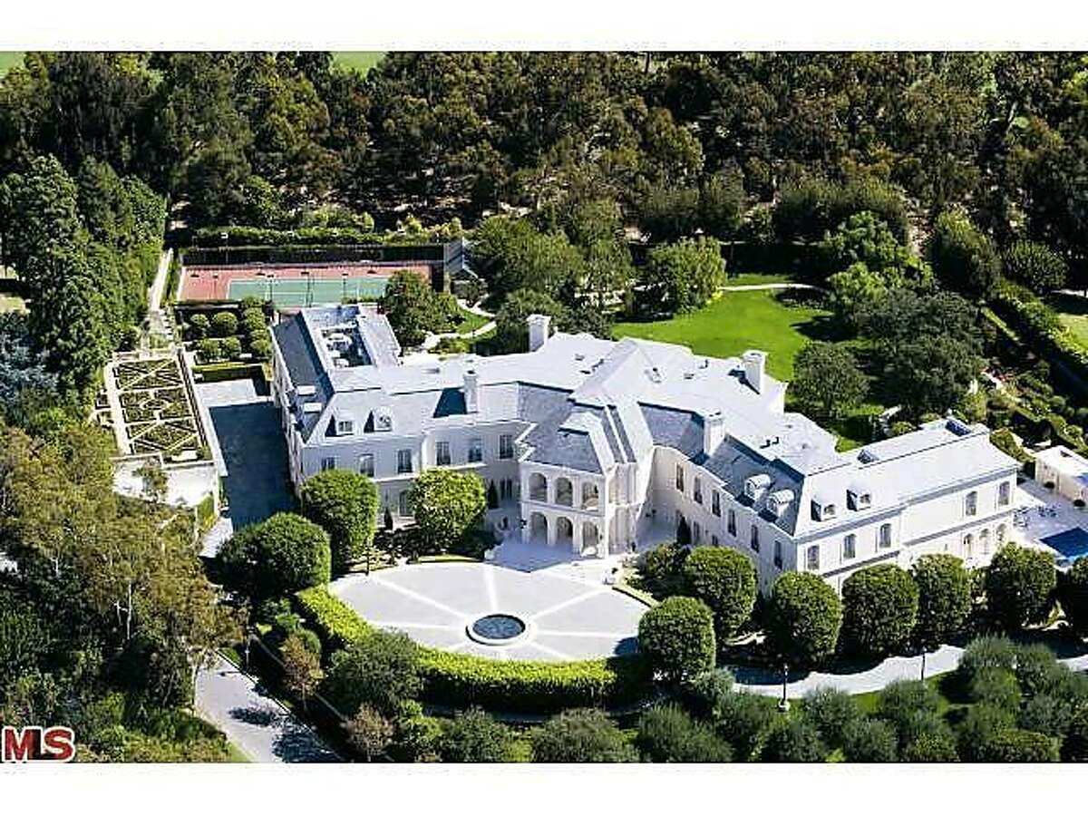 Beyonce and Jay Z might be moving into the the former Spelling mansion built in 1990 for late TV producer Aaron Spelling and his wife, Candy. >>KEEP CLICKING TO SEE MORE PHOTOS OF THE INCREDIBLE HOME.