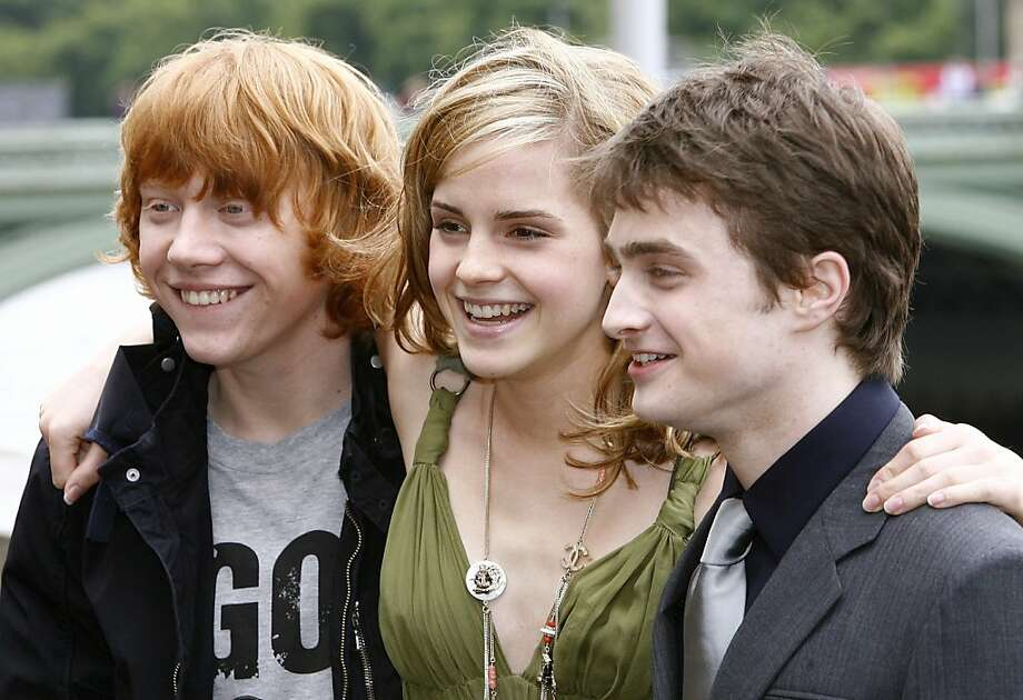 "Actors Daniel Radcliffe (R), Rupert Grint (L), and Emma Watson pose during a photocall to promote the new film ""Harry Potter and the Order of the Phoenix"" at County Hall in London June 25, 2007. Photo: Stephen Hird, Reuters"