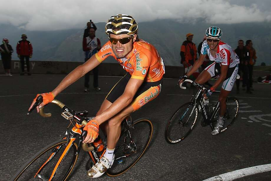 LUZ-SAINT-SAUVEUR, FRANCE - JULY 14:  Samuel Sanchez (L) of Spain and team Euskaltel-Euskadi on his way to the stage victory from Jelle Vanendert (R) of Belgium and team Omega Pharma-Lotto as they approach the closing 2kms to the finish during Stage 12 of the 2011 Tour de France from Cugnaux to Luz-Ardiden  on July 14, 2011 in Luz-Saint-Sauveur, France.  (Photo by Michael Steele/Getty Images)*** BESTPIX *** Photo: Michael Steele, Getty Images