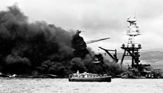 Wreckage of USS Arizona, Pearl Harbor, Hawaii. Photo: Library Of Congress