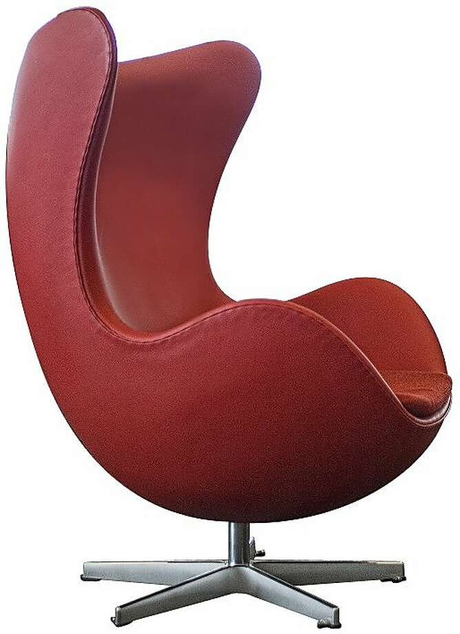 SFO: Arne Jacobsen Swan and Egg chair Photo: Fritz Hansen
