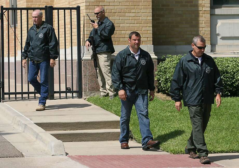 U.S. Marshals take positions at a United States Federal Courthouse security gate during an appearance at the court by AWOL soldier Pfc. Naser Abdo  Friday July 29, 2011 in Waco, Texas.  Abdo is accused of plotting an attack on Fort Hood with a bomb in backpack. Photo: Duane A. Laverty, AP