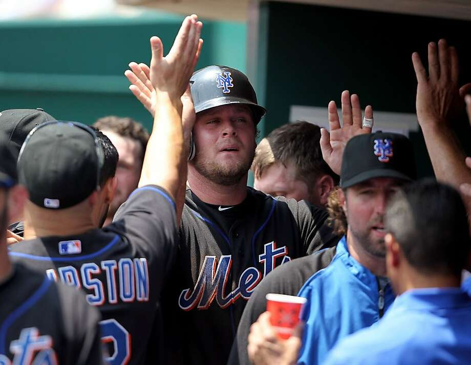 CINCINNATI, OH - JULY 28:  Lucas Duda #21 of the New York Mets is congratulated after scoring during the game against the Cincinnati Reds at Great American Ball Park on July 28, 2011 in Cincinnati, Ohio. Photo: Andy Lyons, Getty Images