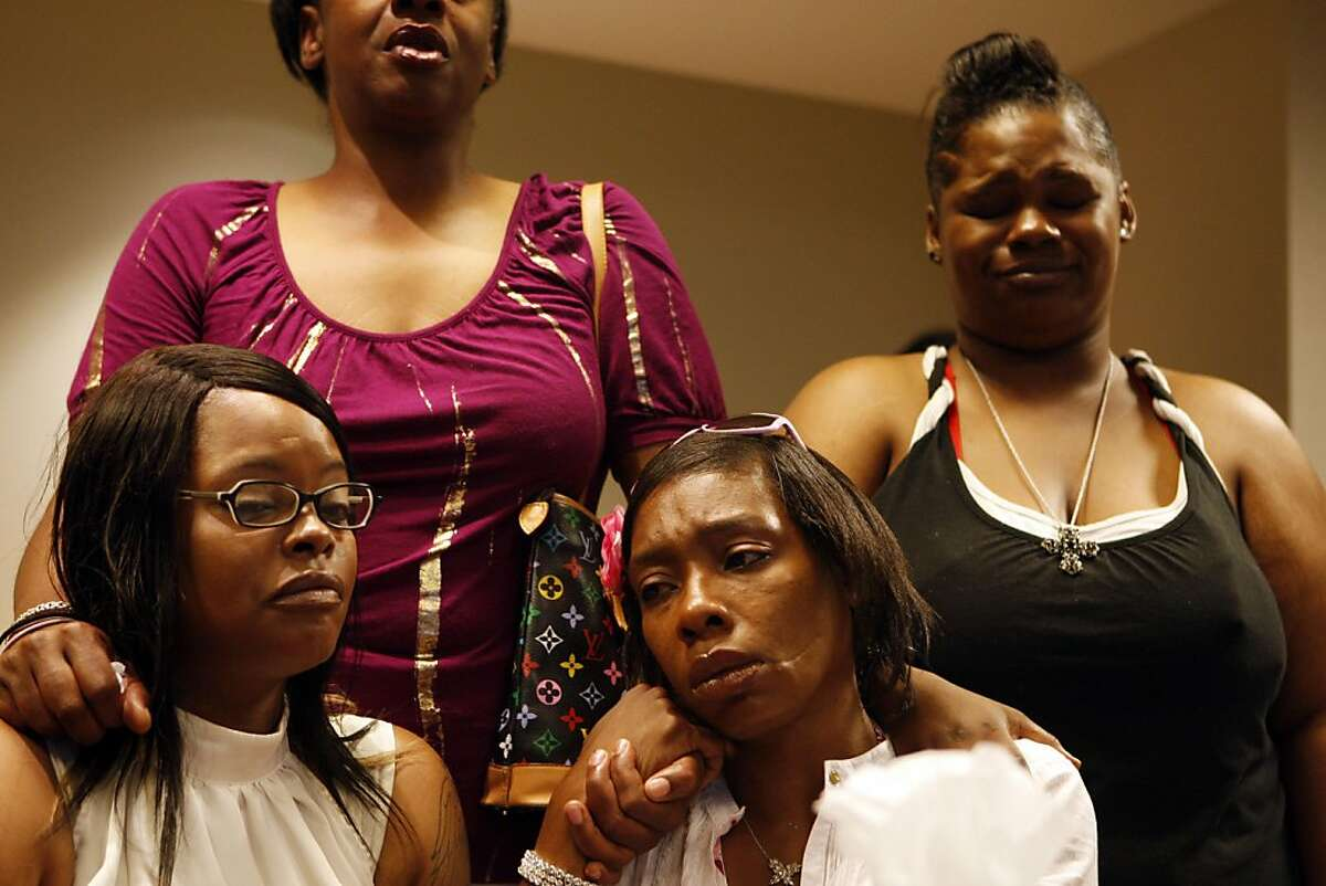 Denika Chatman, left, Kenneth Harding's mother, Vickie Harding, aunt, Lanea Niles, aunt, and Mikcolyn Curtis, sister, cry during a press conference on July 25, 2011. The family of Kenneth Harding -- the man shot to death in the Bay View last week, allegedly by himself after he shot at police -- held a press conference in the offices of attorney John Burris, whom they have retained to presumably file a lawsuit.