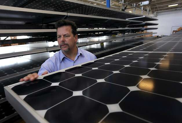 Tom Starrs examines a solar panel at the SunPower facility in Richmond, Calif., on Thursday, March 18, 2010. SunPower recently announced a deal with Southern California Edison to provide solar technology that will produce up to 200 megawatts of energy. Photo: Paul Chinn, The Chronicle