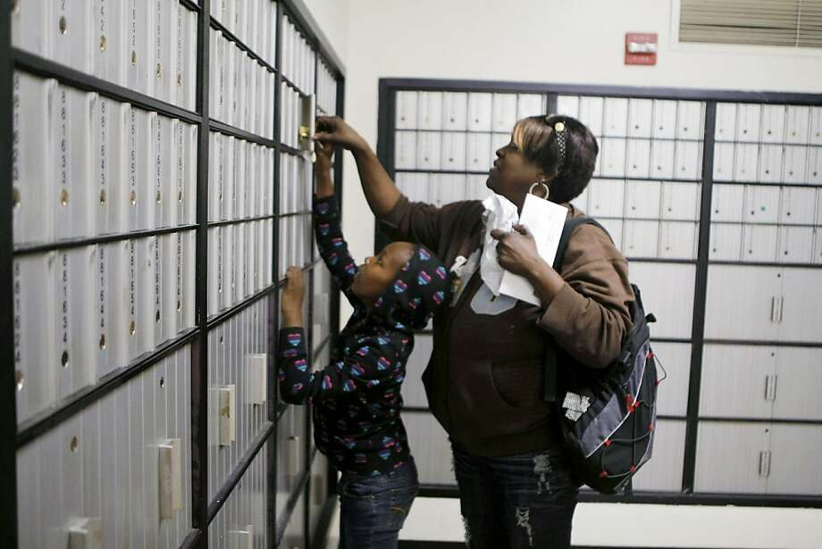 Alisa and her daughter Shakira Nolan pick up their mail at the Bayview-Hunter's Point Post Office in San Francisco Calif.,  on July 26, 2011.Alisa and her daughter Shakira Nolan pick up their mail at the Bayview-Hunter's Point Post Office in San Francisco Calif.,  on July 26, 2011. Photo: Audrey Whitmeyer-Weathers, The Chronicle