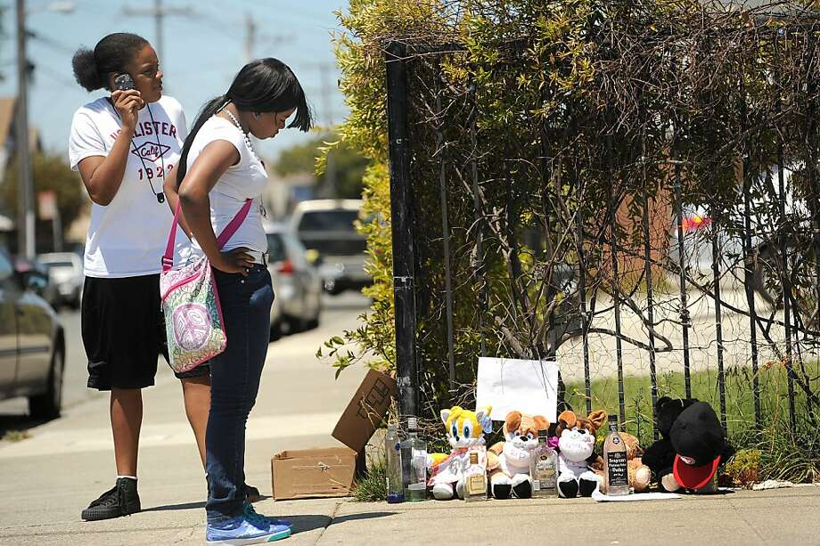A'lisha Petit, right, and Raven Caldwell visit a memorial for their cousin Daryl Russell Jr. on Thursday, July 21, 2011, in Richmond, Calif. Russell was shot on the street corner yesterday. Photo: Noah Berger, Special To The Chronicle