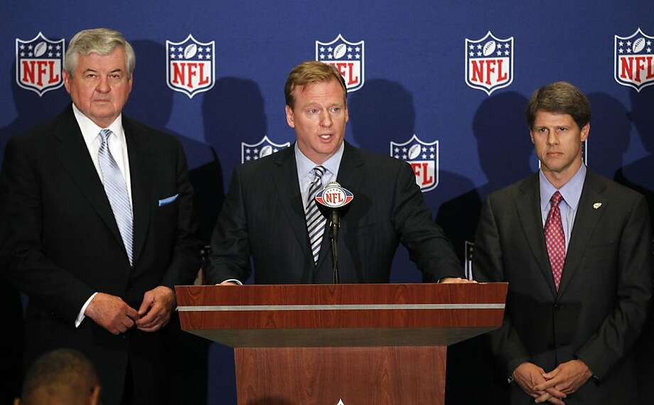 NFL football commissioner Roger Goodell, center, announces that NFL owners have agreed to a tentative agreement that would end the lockout pending the players approval in College Park, Ga., on Thursday, July 21, 2011. Carolina Panthers owner Jerry Richardson, left, and Kansas City Chiefs owner Clark Hunt look on. Photo: John Bazemore, AP