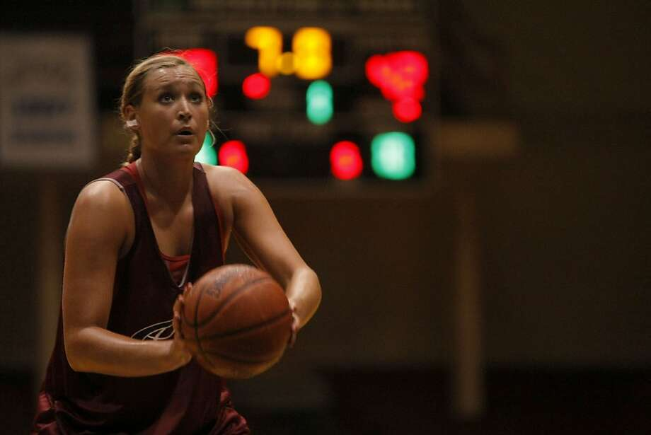Joslyn Tinkle shoots a free throw shot during a summer league game in San Francisco Calif.,  on July 9, 2011. Photo: Audrey Whitmeyer-Weathers, The Chronicle