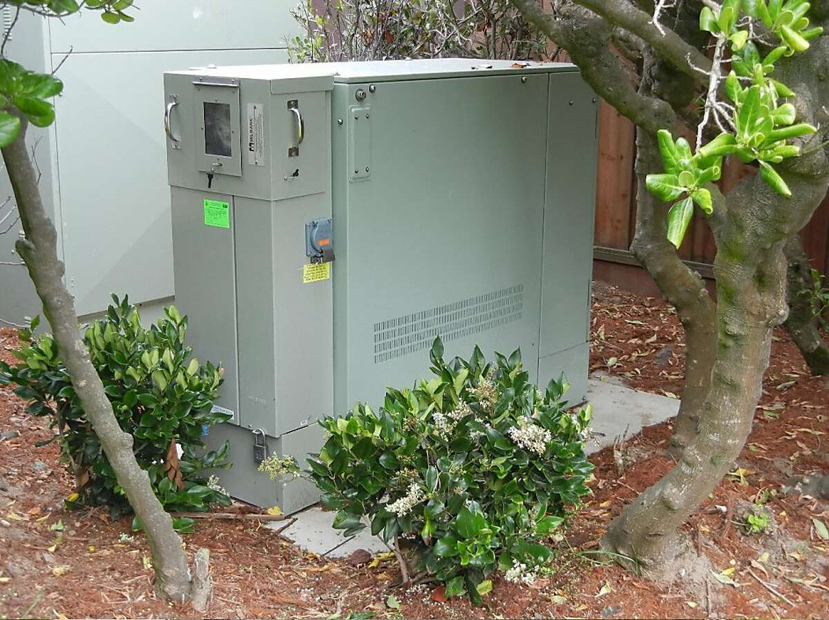 This AT&T U-verse cabinet is located on LaPlaya between Balboa and Fulton. It is the cabinet that was installed after AT&T received Ameritech's favorable categorical exemption determination from the Planning Department.