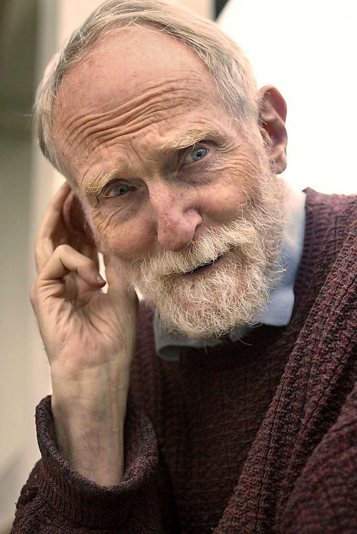 """Character actor Roberts Blossom, who played the white-bearded neighbor """"old man Marley"""" in the movie """"Home Alone,"""" has died at age 87."""