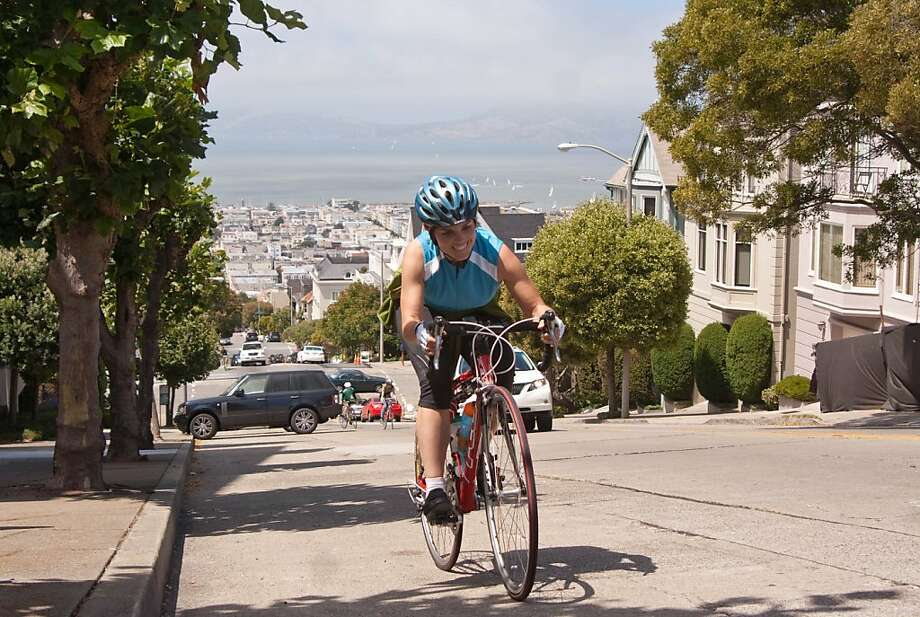 The Divisadero Street hill is among those included in the Seven Hells ride. Photo: Frank Chan, S.F. Bicycle Coalition