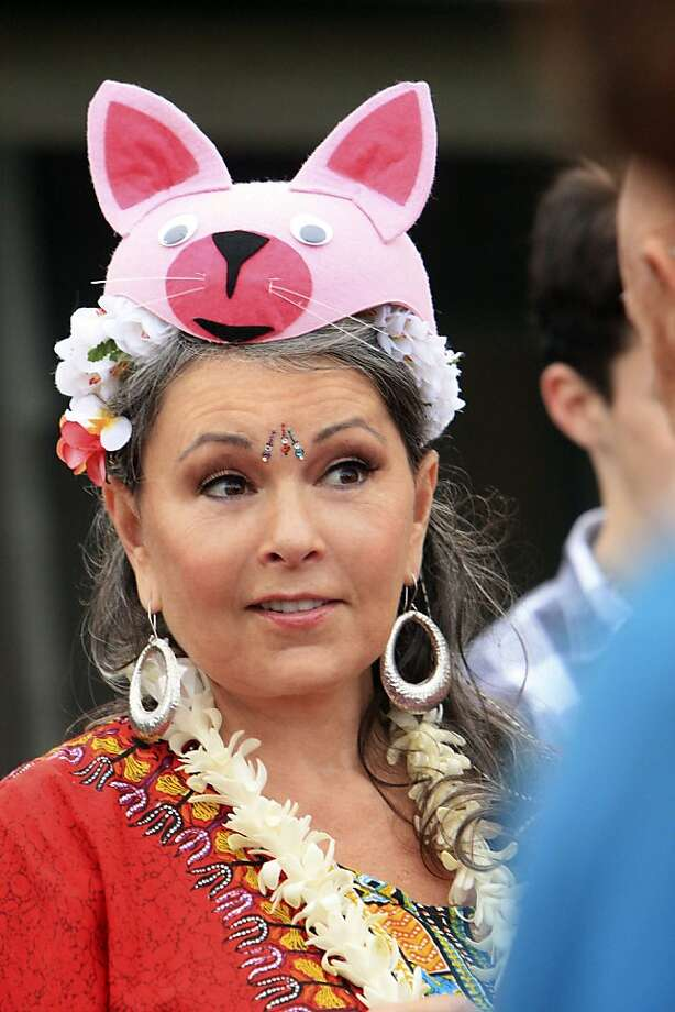 Roseanne Barr stars in Lifetime TelevisionÕs all-new series, RoseanneÕs Nuts, premieres Wednesday, July 13, at 9pm ET/PT, on Lifetime Television. Photo: Mario Perez, Lifetime
