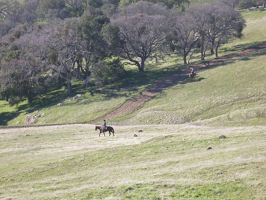 Two riders on horseback amble through Sunol Regional Wilderness. Photo: Tom Stienstra/The Chronicle