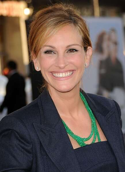 HOLLYWOOD, CA - JUNE 27:  Actress Julia Roberts arrives at the Premiere of Universal Pictures'