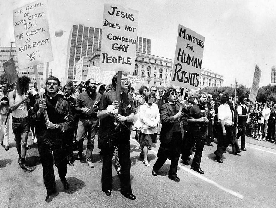 Pro-gay ministers hold signs on Polk Street during the 1977 Gay Pride Parade. June 26, 1977. Photo: Vincent Maggiora, The Chronicle