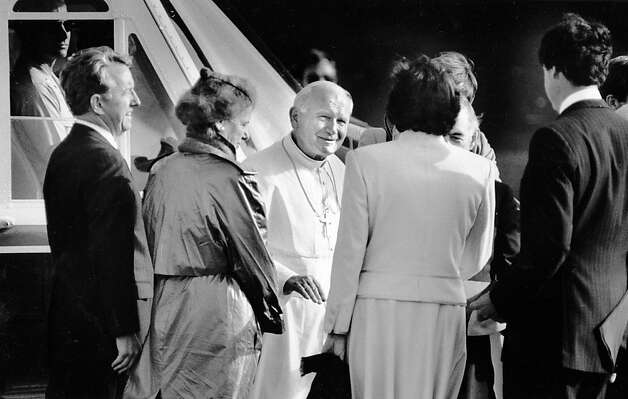 Pope John Paul II greets Dianne Feinstein, Leo McCarthy and others at Chrissy Field, before he departs by helicopter. Photo taken Sept. 17, 1987.Pope John Paul II greets Dianne Feinstein, Leo McCarthy and others at Chrissy Field, before he departs by helicopter. Photo taken Sept. 17, 1987. Photo: Michael Maloney, The Chronicle