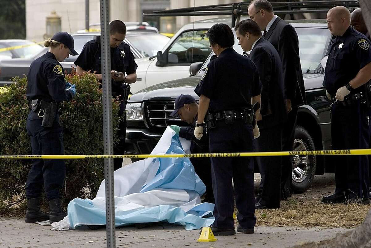 Police investigate the homicide of Chauncey Bailey, 58 on August 2, 2007 in Oakland, California. Bailey, the editor of the Oakland Post, was gunned down on 14th street in downtown Oakland in the early morning hours as he was walking to work. (Photo by David Paul Morris / The Chronicle)