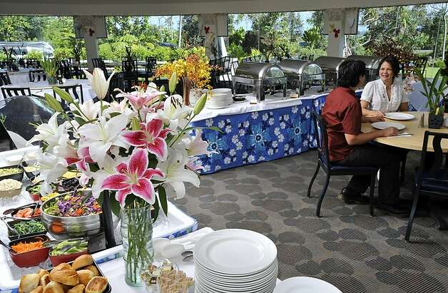 The Sky Garden Restaurant at 'Imiloa Astronomy Center has views of the Native Hawaiian landscape -- and bouquets of the more recently introduced tropical blooms for which Hilo is famous. Photo: 'Imiloa Astronomy Center
