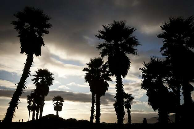 The sunset lights up the sky at Pismo Beach. Photo: Ali Thanawalla, SFGate