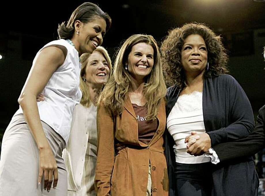 (L-R) Michelle Obama, Caroline Kennedy, Maria Shriver and Oprah Winfrey stand together after they each spoke during a rally for Democratic presidential candidate US Senator Barack Obama (D-IL) at UCLA's Pauley Pavilion in Los Angeles, California, February 3, 2008. REUTERS/Danny Moloshok (UNITED STATES) US PRESIDENTIAL ELECTION CAMPAIGN 2008 (USA) Photo: DANNY MOLOSHOK, REUTERS