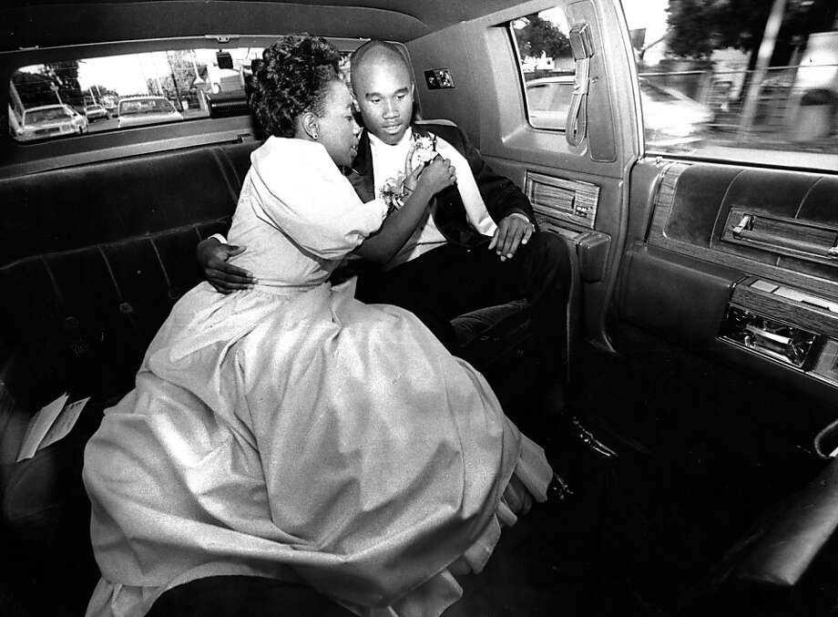 Angelique Randolph fixes the corsage of her date, Donnell Smith, in a limousine before the Burlingame High School prom. Photo taken May 8, 1988.Angelique Randolph fixes the corsage of her date, Donnell Smith, in a limousine before the Burlingame High School prom. Photo taken May 8, 1988. Photo: Deanne Fitzmaurice, The Chronicle