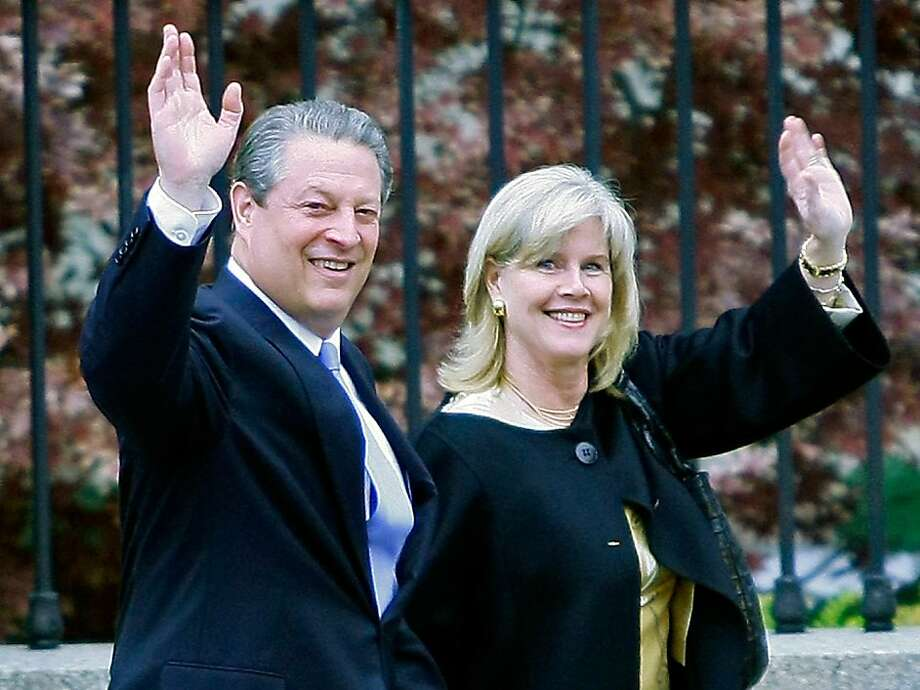 Former Vice President and Nobel Peace Prize winner Al Gore and his wife Tipper Gore wave as they walk down a sidewalk at the White House after posing for photos with U.S. President George W. Bush and other Nobel Prize winners November 26, 2007 in Washington DC. It was annouced that Al and Tipper Gore after being married for 40 years have decided to separate June 1, 2010. Photo: Mark Wilson, Getty Images